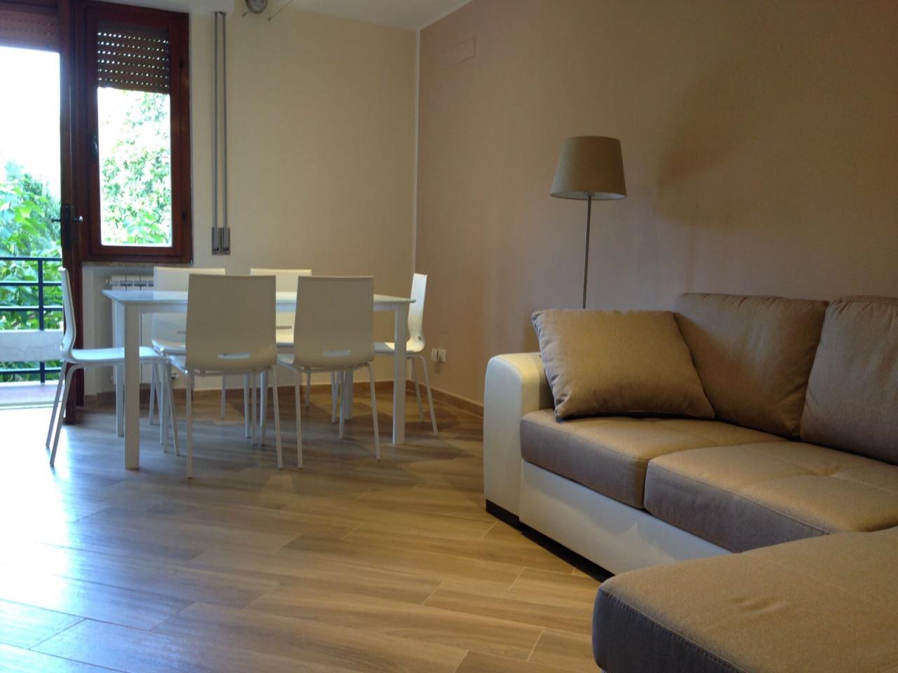 Stanza / posto letto ristrutturato arredato in affitto Rif. 10260949