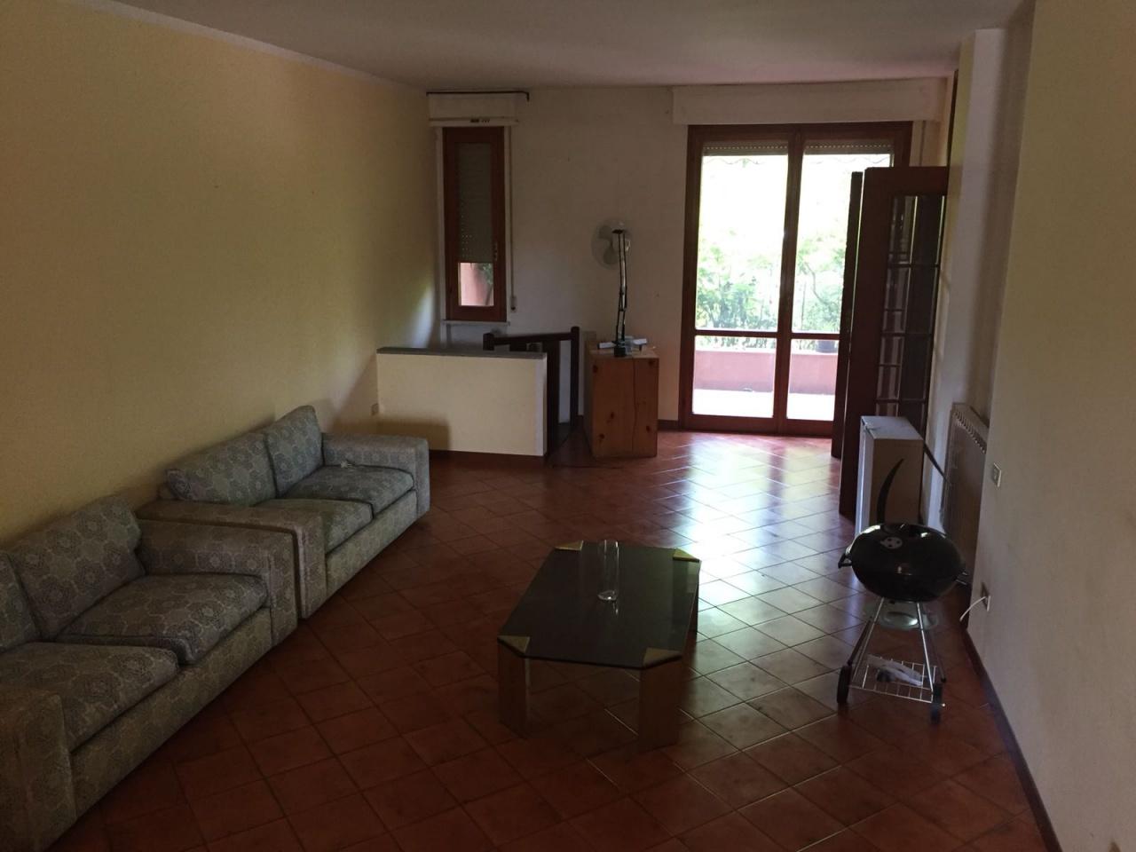 Stanza / posto letto in ottime condizioni arredato in affitto Rif. 6958497