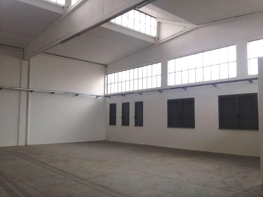 Capannone in affitto a Podenzano, 2 locali, zona Località: CASONI DI GARIGA, prezzo € 850 | Cambio Casa.it