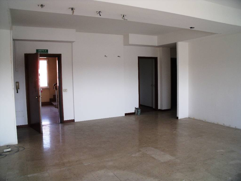 Ufficio / Studio in affitto a Piacenza, 6 locali, zona Località: FARNESIANA, prezzo € 1.650   Cambio Casa.it