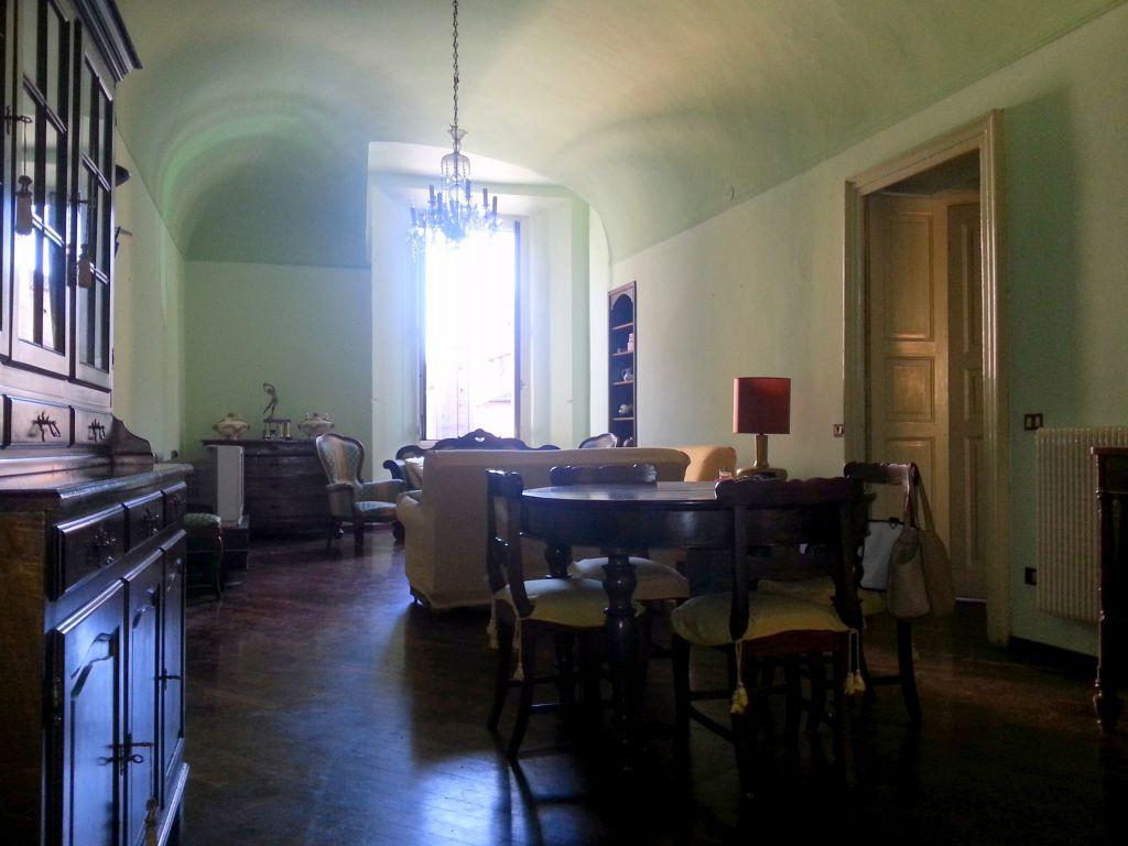 Appartamento in affitto a Piacenza, 4 locali, zona Località: CENTRO STORICO, prezzo € 800 | Cambio Casa.it