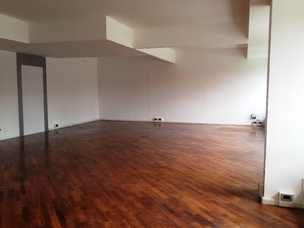 Ufficio / Studio in affitto a Piacenza, 4 locali, zona Località: CENTRO STORICO, prezzo € 800 | Cambio Casa.it