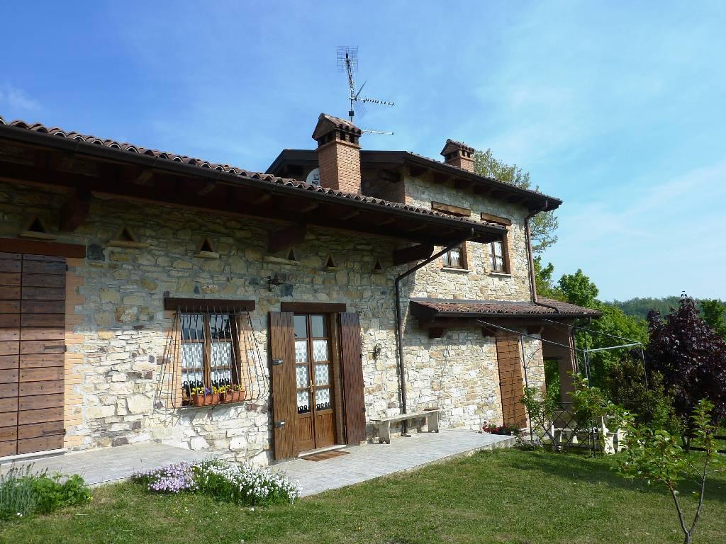 Azienda Agricola in vendita a Morfasso, 8 locali, zona Zona: Teruzzi, prezzo € 530.000 | Cambio Casa.it