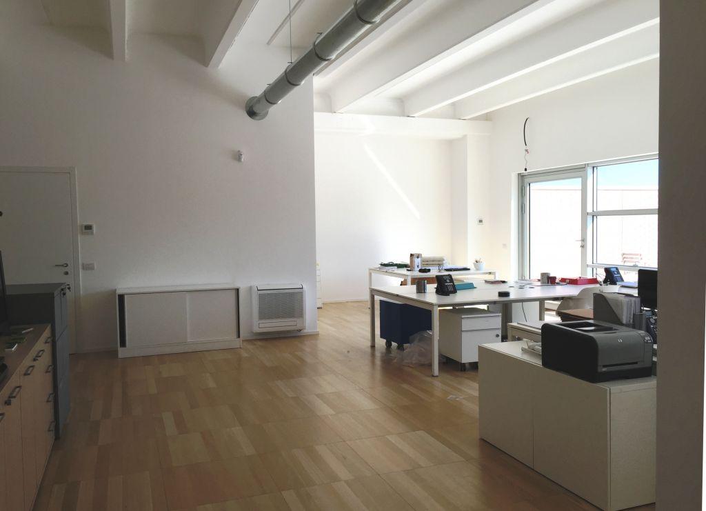 Ufficio / Studio in affitto a Piacenza, 6 locali, zona Località: ZONA STADIO, prezzo € 1.600   Cambio Casa.it