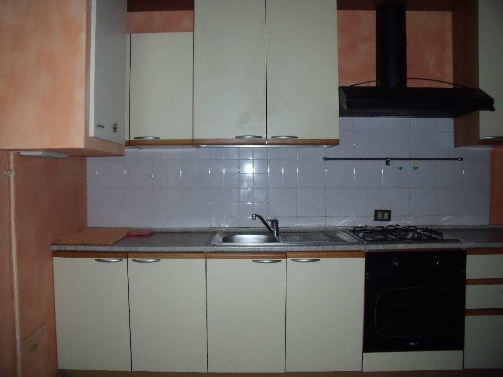 Appartamento da ristrutturare in affitto Rif. 9265227