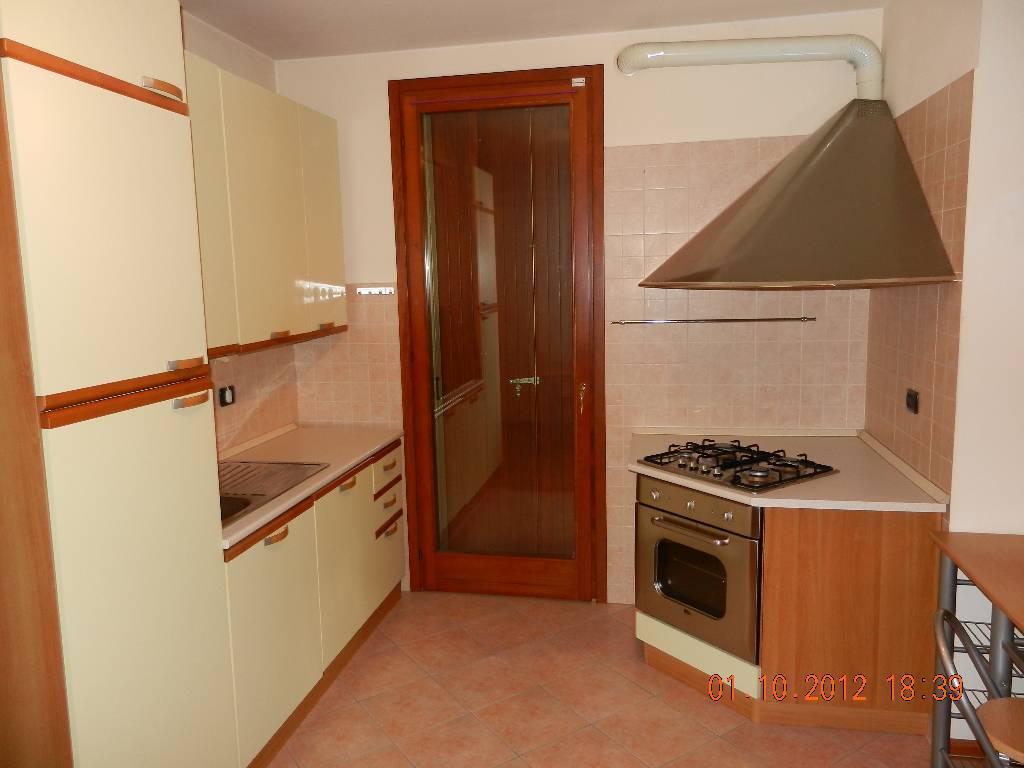 Appartamento in affitto a Rottofreno, 2 locali, zona Località: GENERICA, prezzo € 450 | Cambio Casa.it