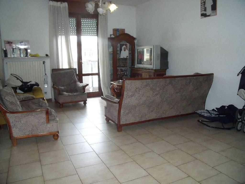 Appartamento in vendita a Rottofreno, 4 locali, zona Località: GENERICA, prezzo € 125.000 | Cambio Casa.it