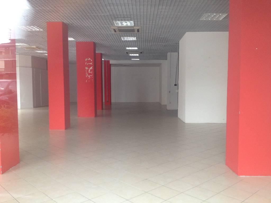 Negozio / Locale in affitto a Piacenza, 2 locali, zona Località: BAIA DEL RE, prezzo € 2.800 | Cambio Casa.it