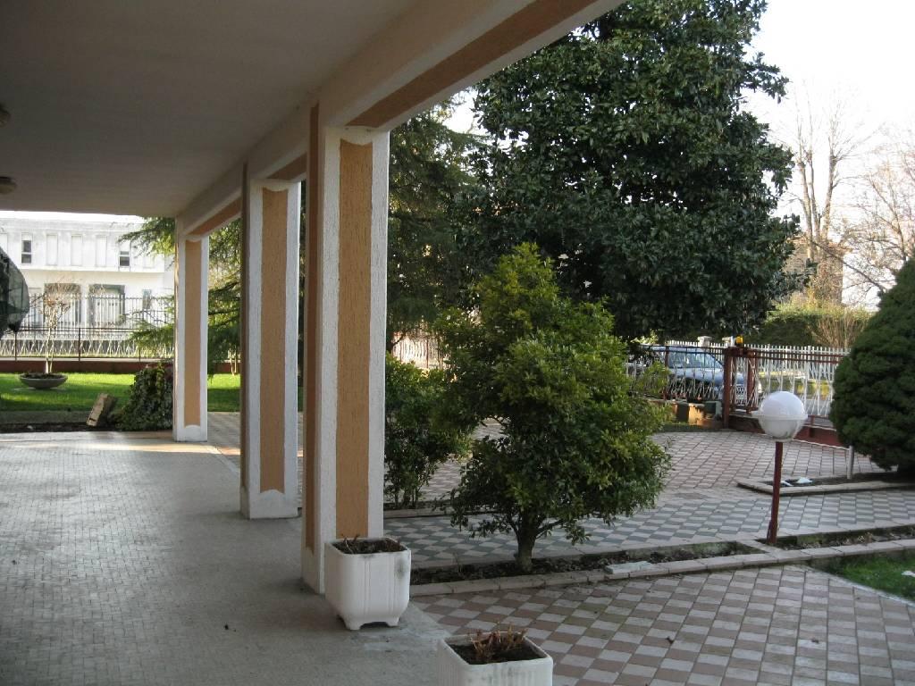 Villa in vendita a Cadeo, 4 locali, zona Zona: Roveleto, prezzo € 390.000 | Cambio Casa.it