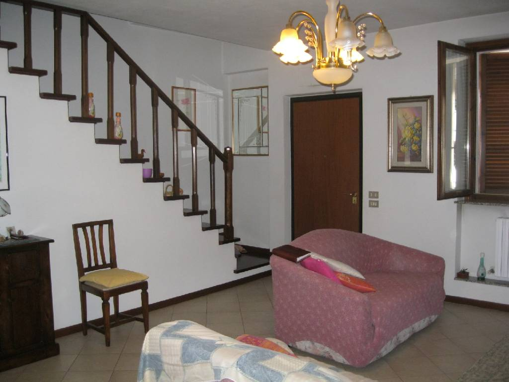Villa in vendita a Rottofreno, 5 locali, zona Località: SAN NICOLO', prezzo € 270.000 | Cambio Casa.it