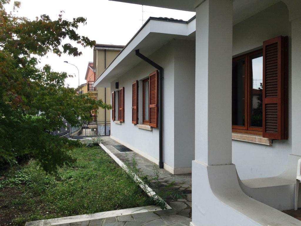 Villa in vendita a Piacenza, 4 locali, zona Località: S. LAZZARO, prezzo € 415.000 | Cambio Casa.it
