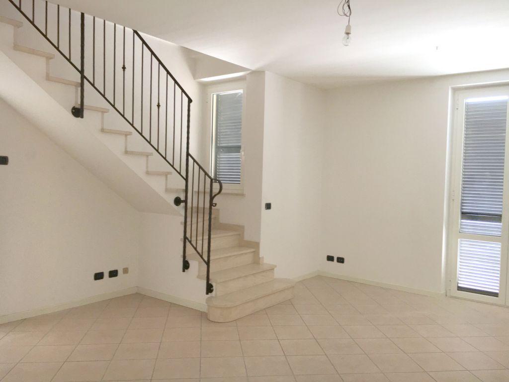 Appartamento in affitto a Rottofreno, 4 locali, zona Località: SAN NICOLO', prezzo € 700 | Cambio Casa.it