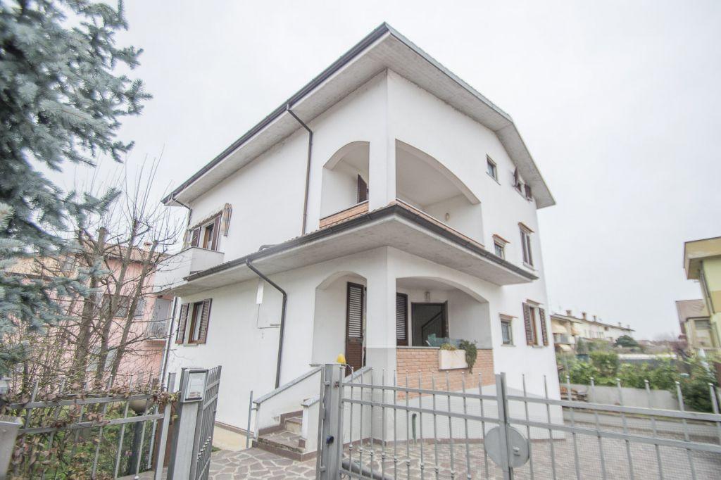 Villa in vendita a Gossolengo, 7 locali, zona Località: GOSSOLENGO, prezzo € 348.000 | Cambio Casa.it