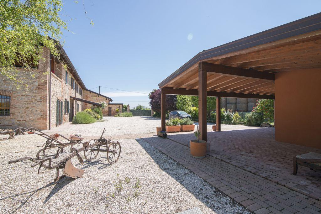 Rustico / Casale in vendita a Carpaneto Piacentino, 4 locali, zona Località: CARPANETO, prezzo € 530.000 | Cambio Casa.it