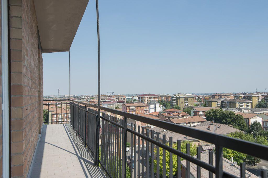 Appartamento in vendita a Piacenza, 4 locali, zona Località: QUART. 2000, prezzo € 170.000 | Cambio Casa.it