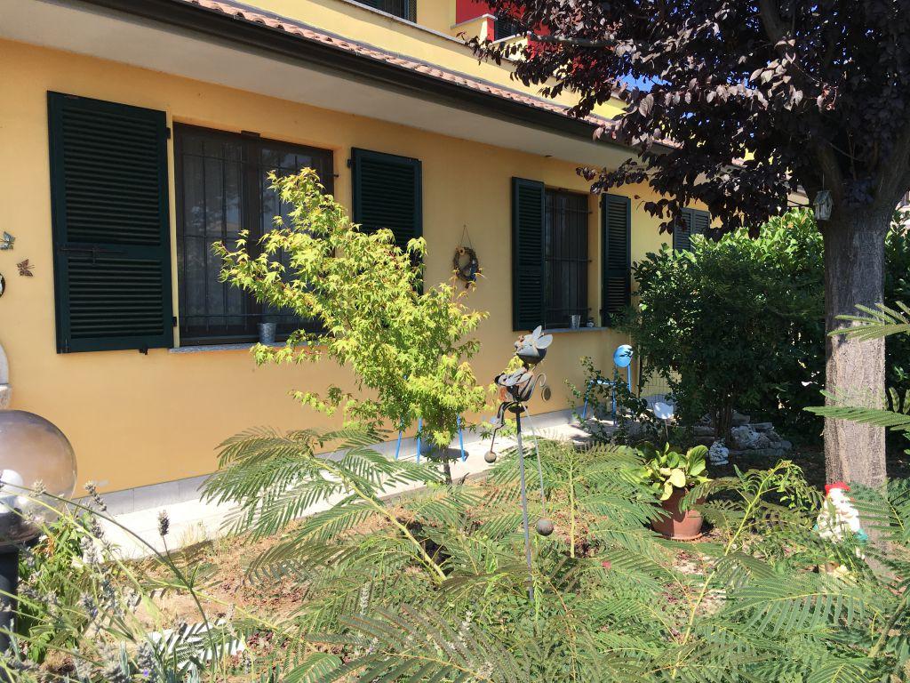 Soluzione Semindipendente in vendita a Calendasco, 4 locali, zona Località: CALENDASCO, prezzo € 250.000 | Cambio Casa.it