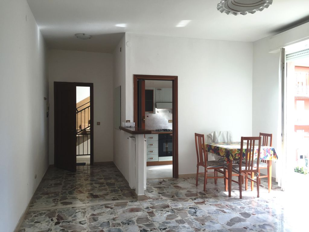 Appartamento in vendita a Piacenza, 3 locali, zona Località: QUART. 2000, prezzo € 95.000 | Cambio Casa.it