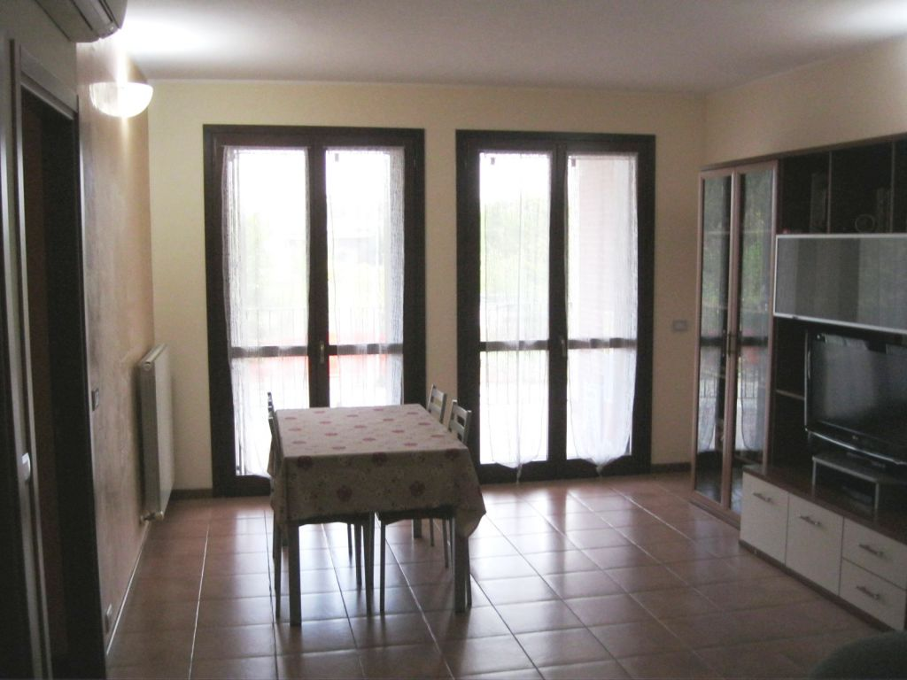 Appartamento in vendita a Pontenure, 3 locali, zona Località: PONTENURE, prezzo € 155.000 | Cambio Casa.it