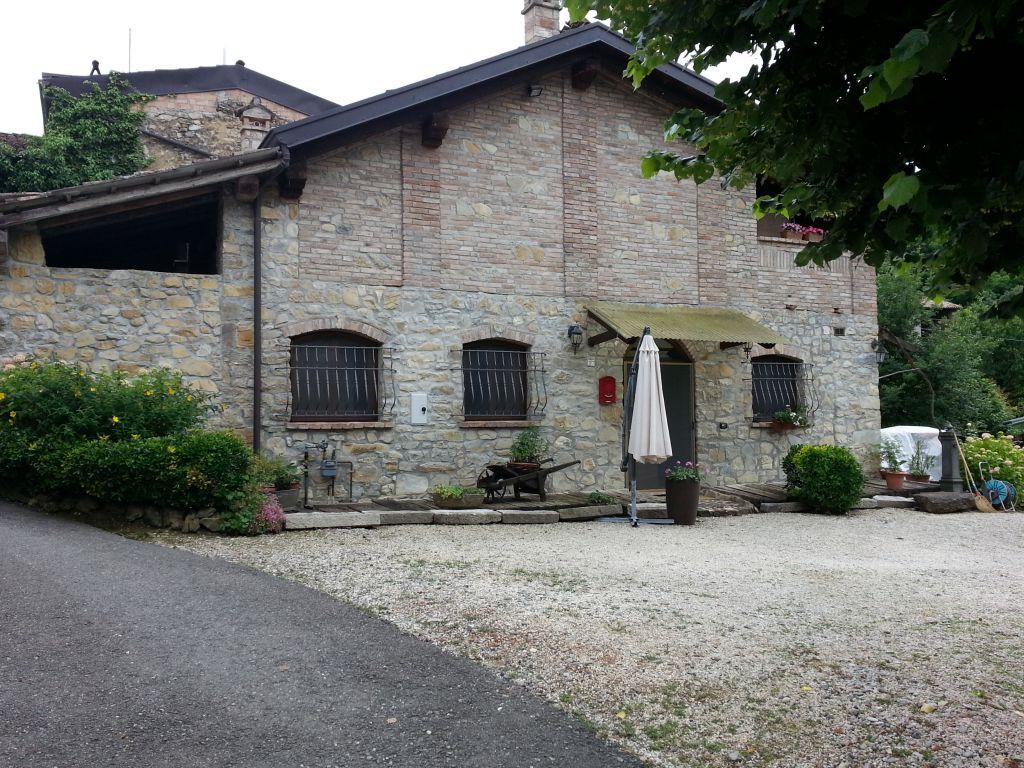 Rustico / Casale in vendita a Gropparello, 4 locali, zona Località: GROPPARELLO, Trattative riservate | Cambio Casa.it