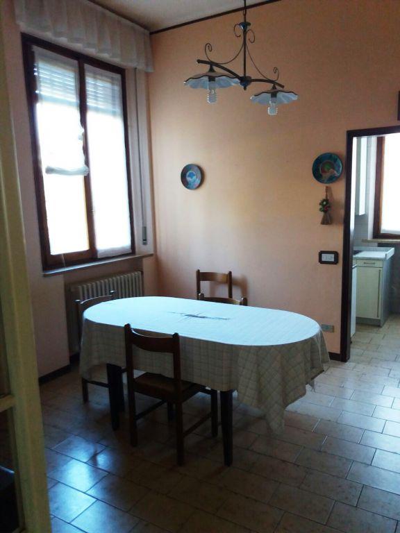 Appartamento in vendita a Rivergaro, 7 locali, zona Zona: Ottavello, prezzo € 98.000 | Cambio Casa.it