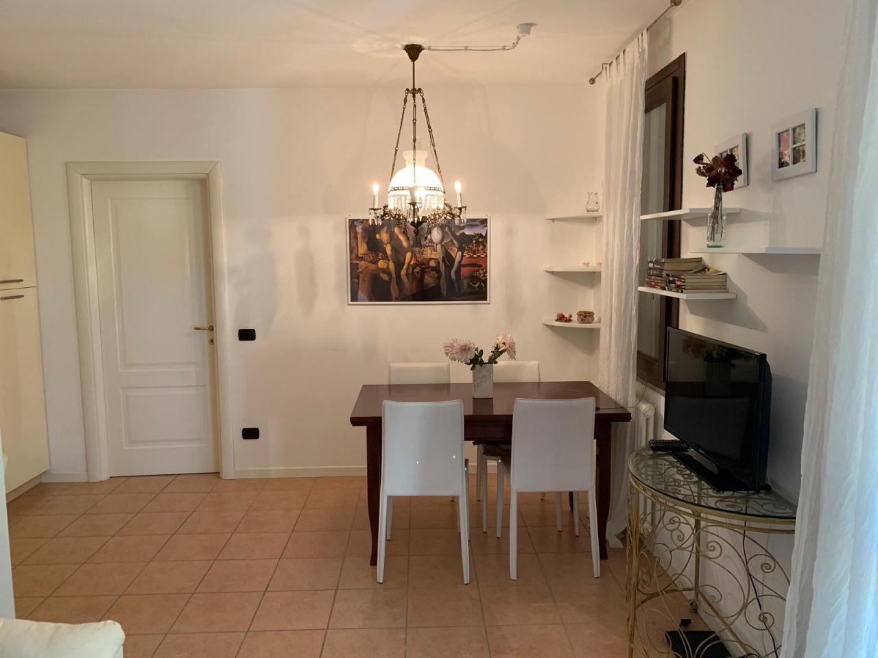 Appartamento in buone condizioni arredato in vendita Rif. 6083550