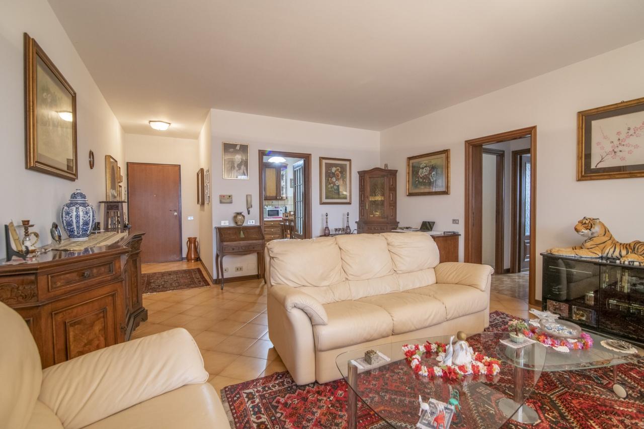 Appartamento in buone condizioni in vendita Rif. 6958501