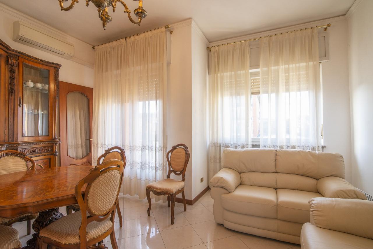 Appartamento in buone condizioni in vendita Rif. 9298670