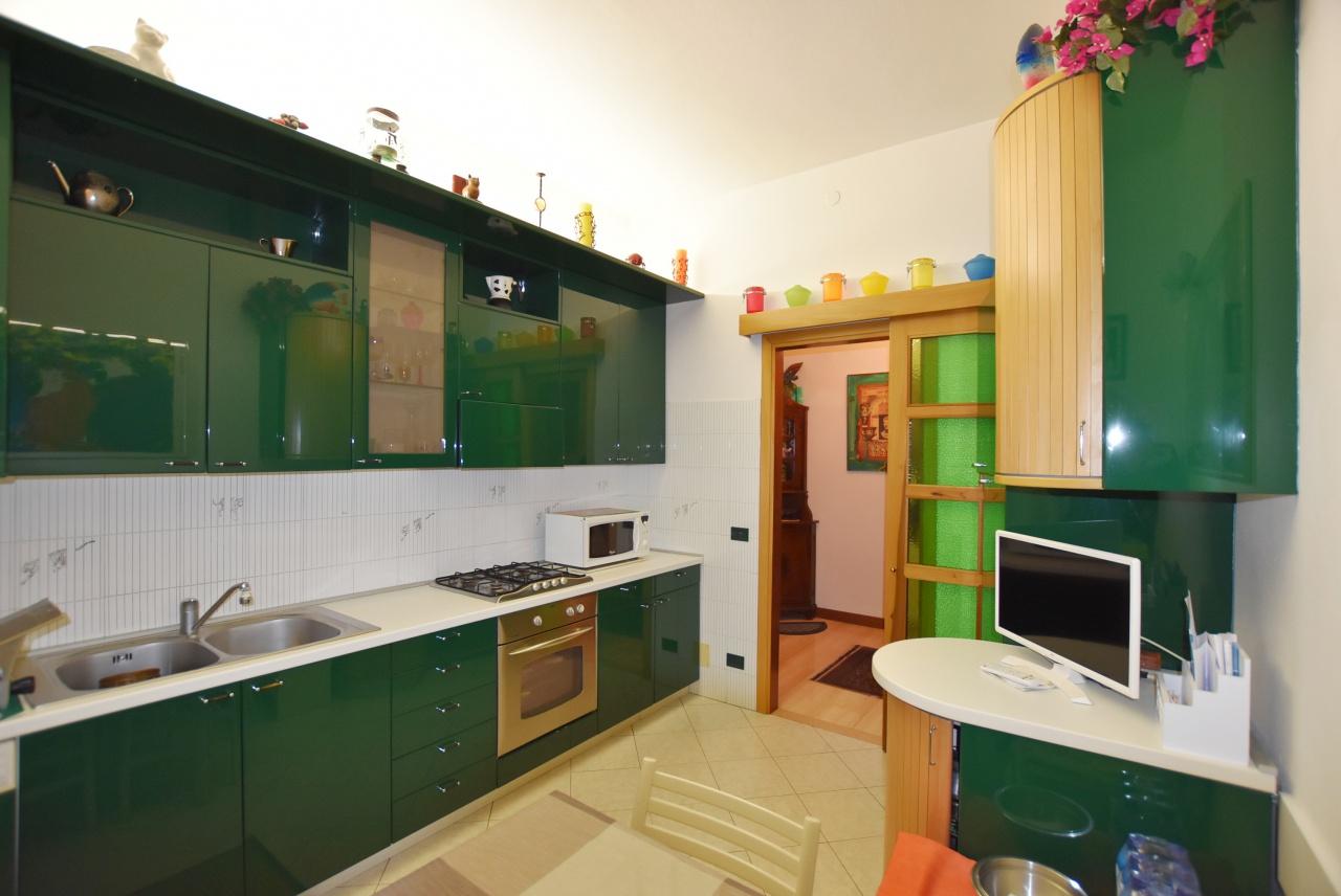 Appartamento in buone condizioni arredato in vendita Rif. 9298669