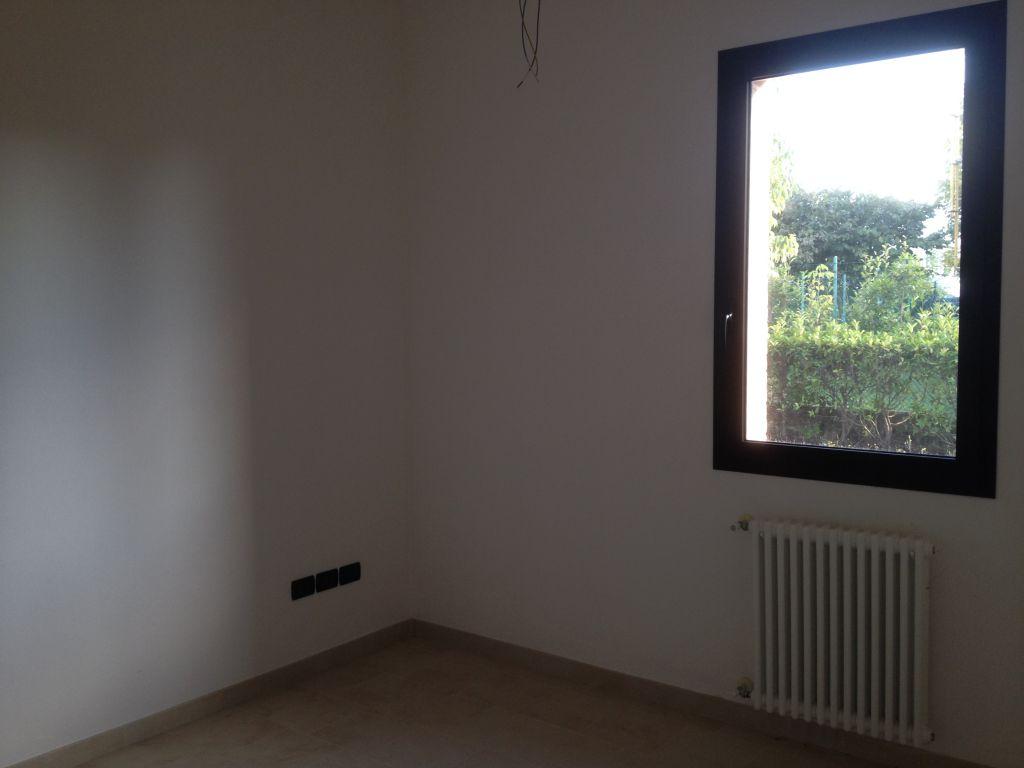 Negozio / Locale in affitto a Bazzano, 2 locali, prezzo € 600 | CambioCasa.it