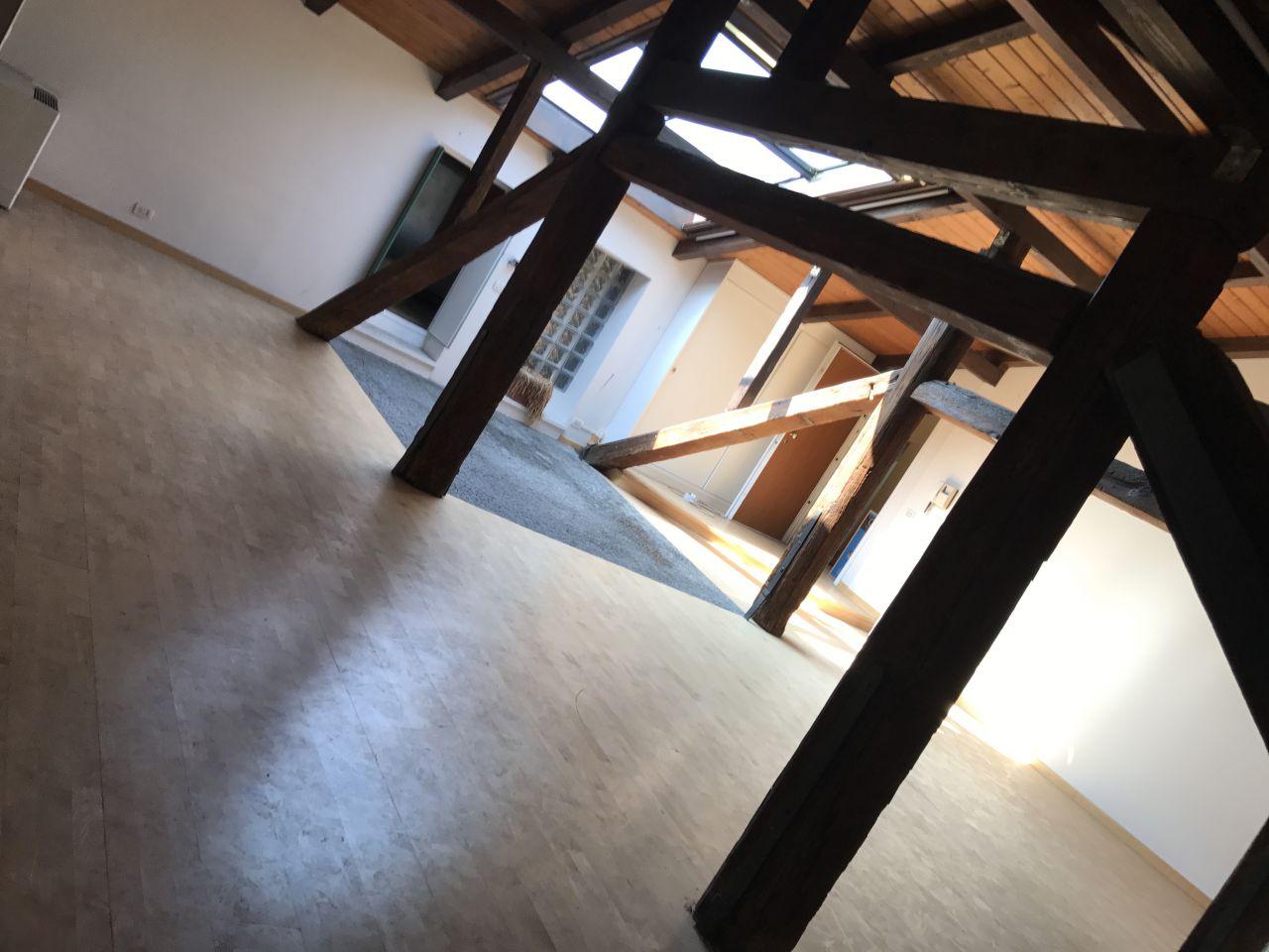 Appartamento in buone condizioni in vendita Rif. 11999305