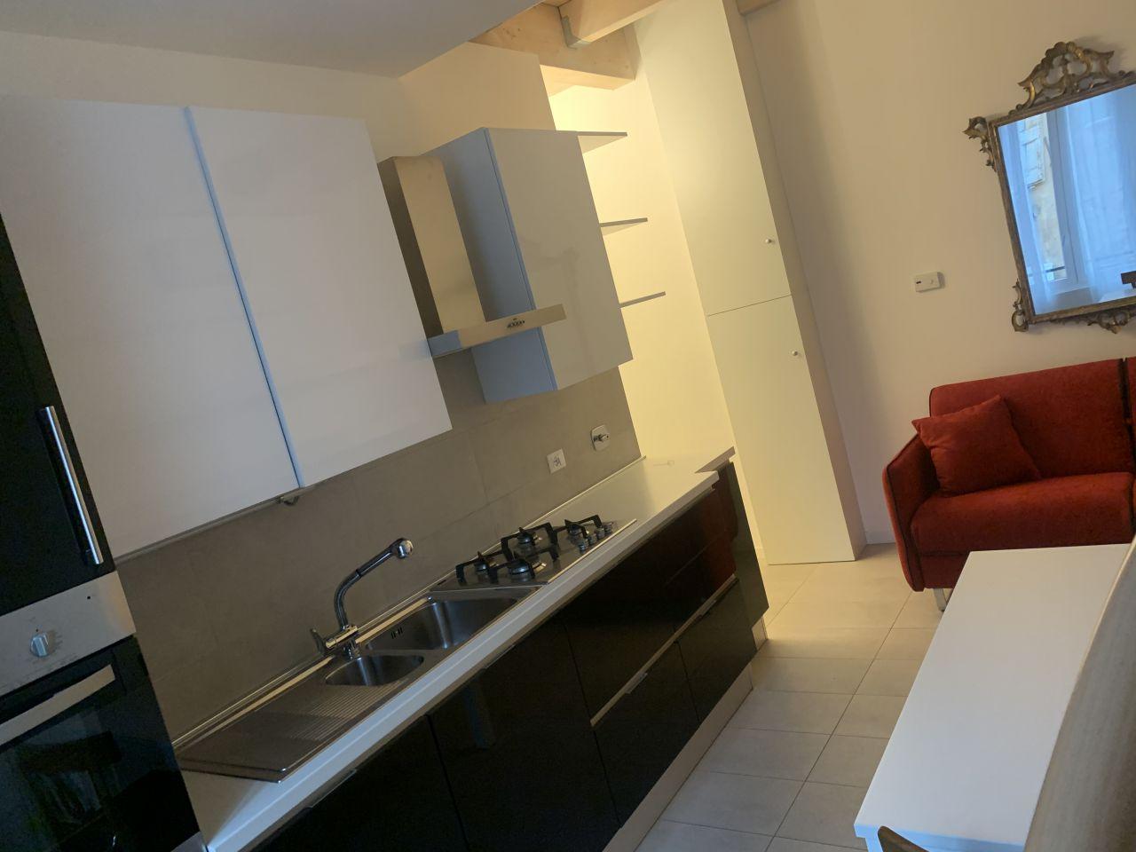 Appartamento in ottime condizioni arredato in affitto Rif. 11999304