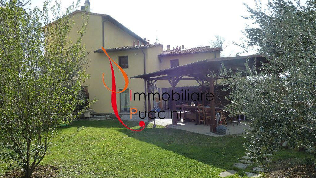 Rustico / Casale in vendita a Calenzano, 6 locali, zona Località: GENERICA, prezzo € 650.000 | Cambio Casa.it