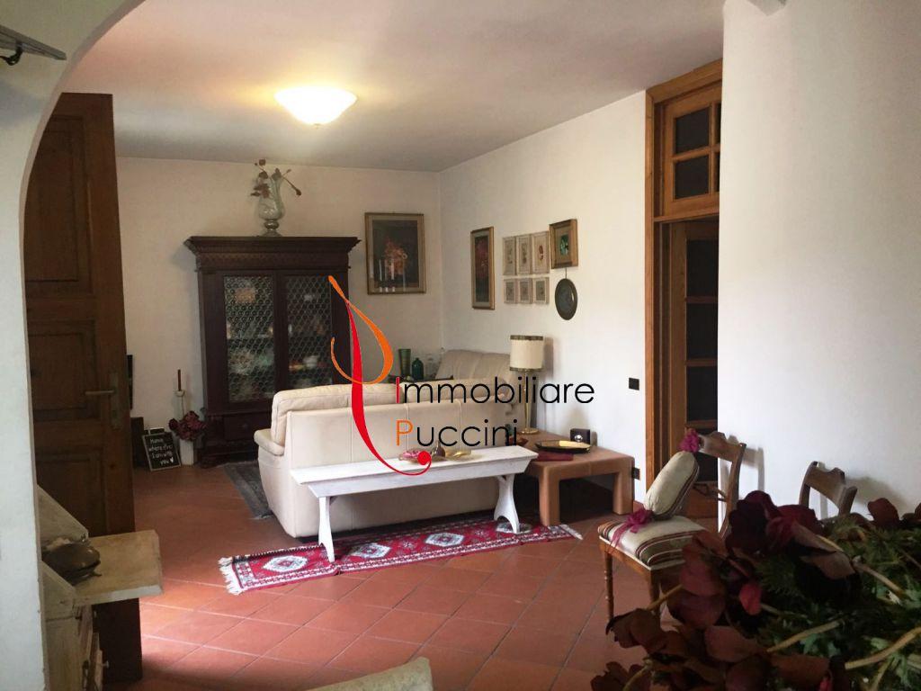Appartamento in vendita a Calenzano, 5 locali, zona Località: GENERICA, prezzo € 270.000 | Cambio Casa.it