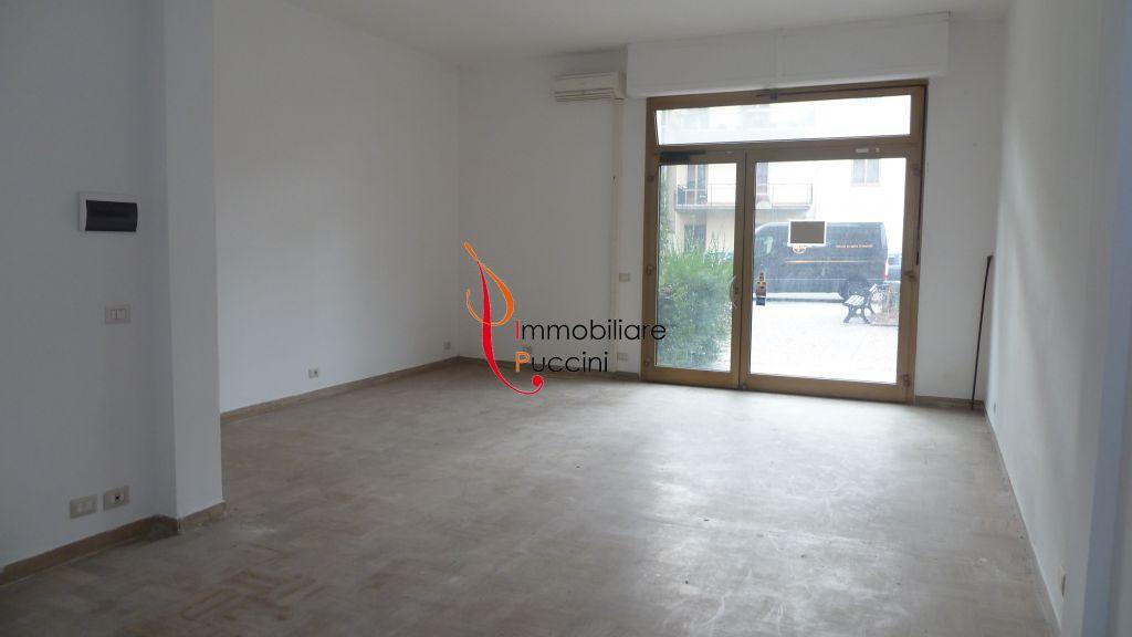 Negozio / Locale in affitto a Calenzano, 1 locali, zona Località: GENERICA, prezzo € 450 | Cambio Casa.it