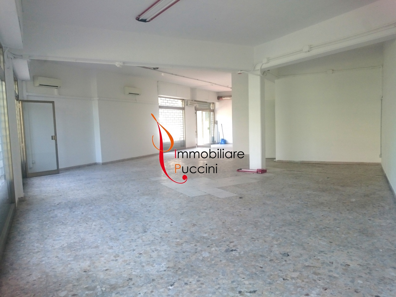 Negozio / Locale in affitto a Campi Bisenzio, 1 locali, prezzo € 1.500 | CambioCasa.it