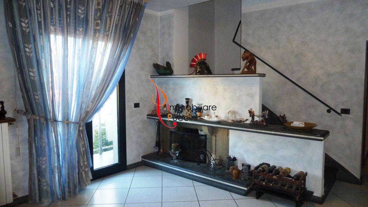 Soluzione Indipendente in vendita a Calenzano, 7 locali, zona Località: GENERICA, prezzo € 379.000 | Cambio Casa.it