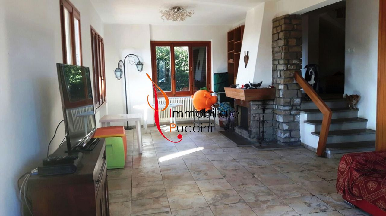 Villa in vendita a Calenzano, 10 locali, prezzo € 510.000 | CambioCasa.it