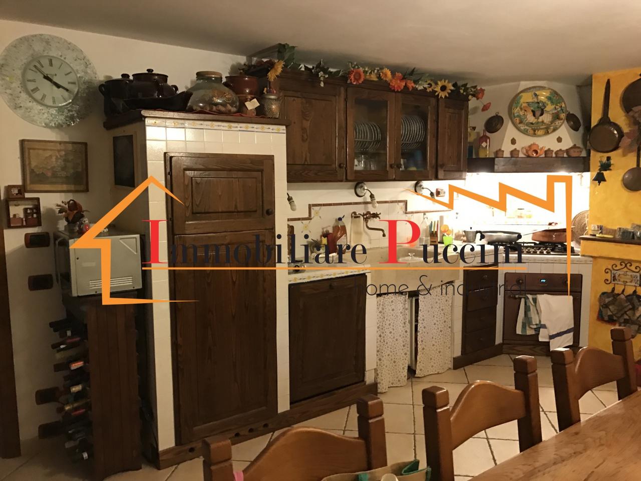 Villa in vendita a Calenzano, 7 locali, prezzo € 550.000 | CambioCasa.it