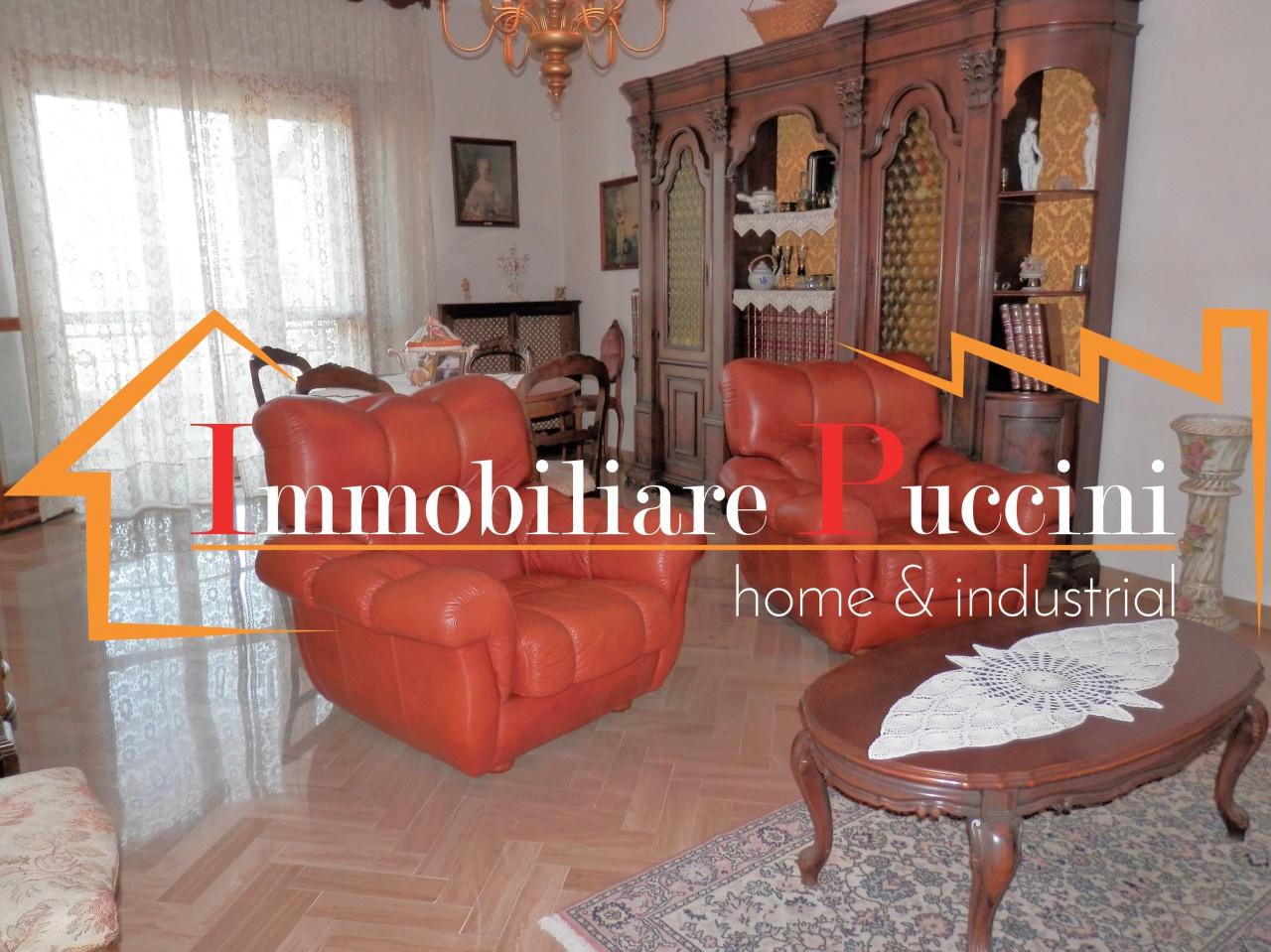 Appartamento in vendita a Calenzano, 6 locali, prezzo € 265.000 | CambioCasa.it