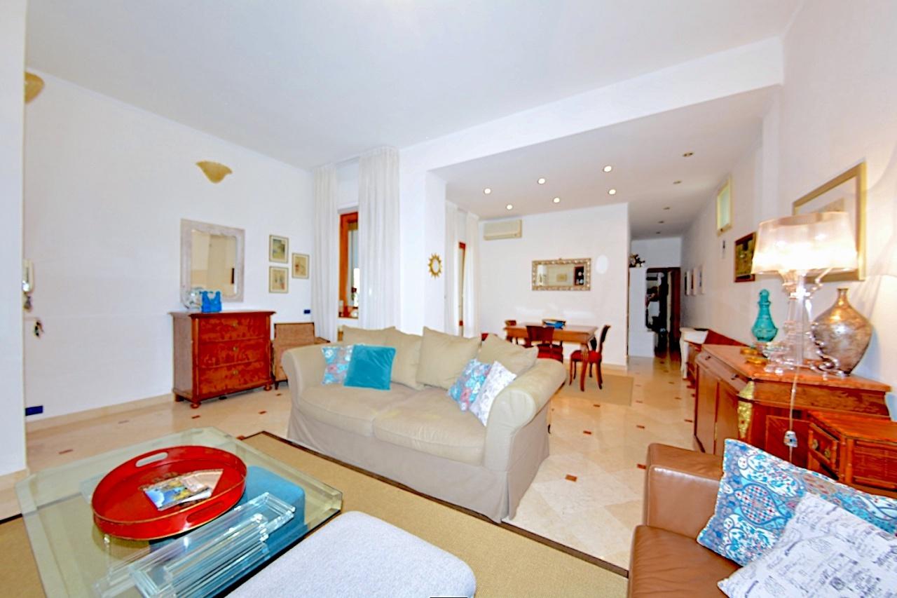 Appartamento ristrutturato in vendita Rif. 10888476