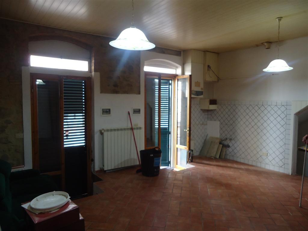 Appartamento da ristrutturare in vendita Rif. 6235473
