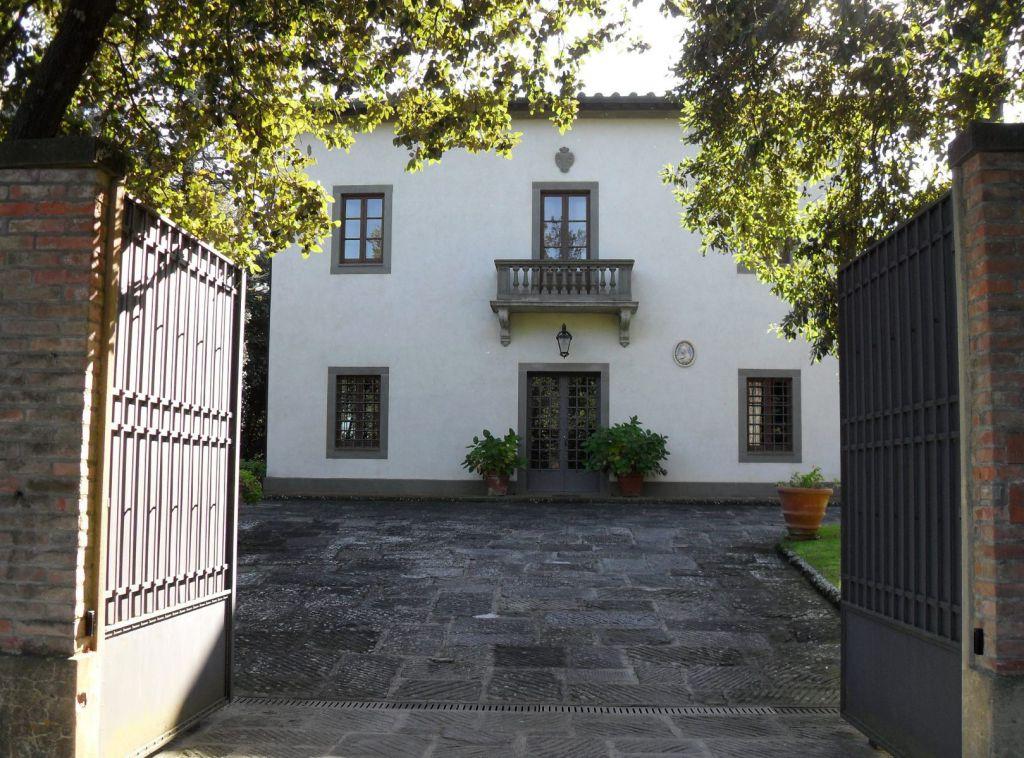 Villa ristrutturato arredato in vendita