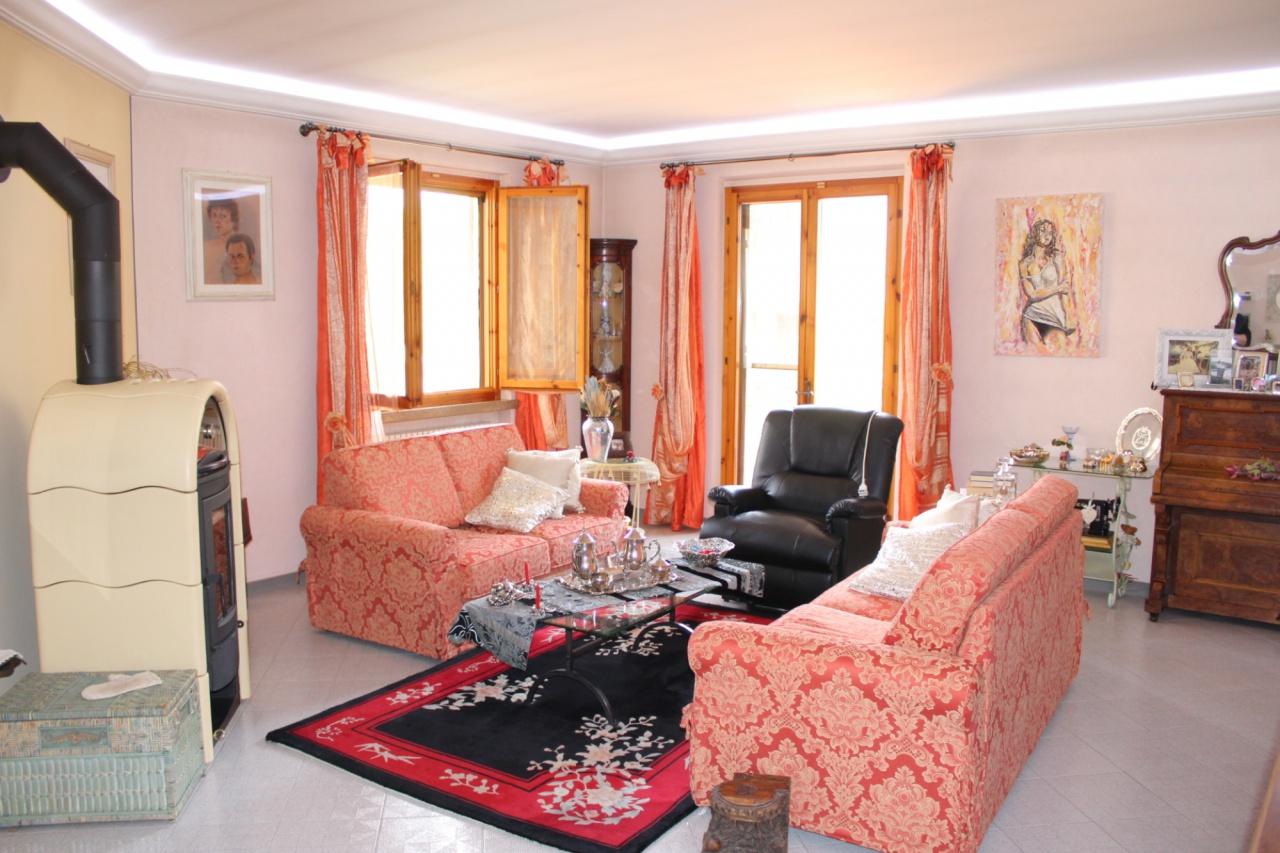 Appartamento in ottime condizioni in vendita Rif. 7729612