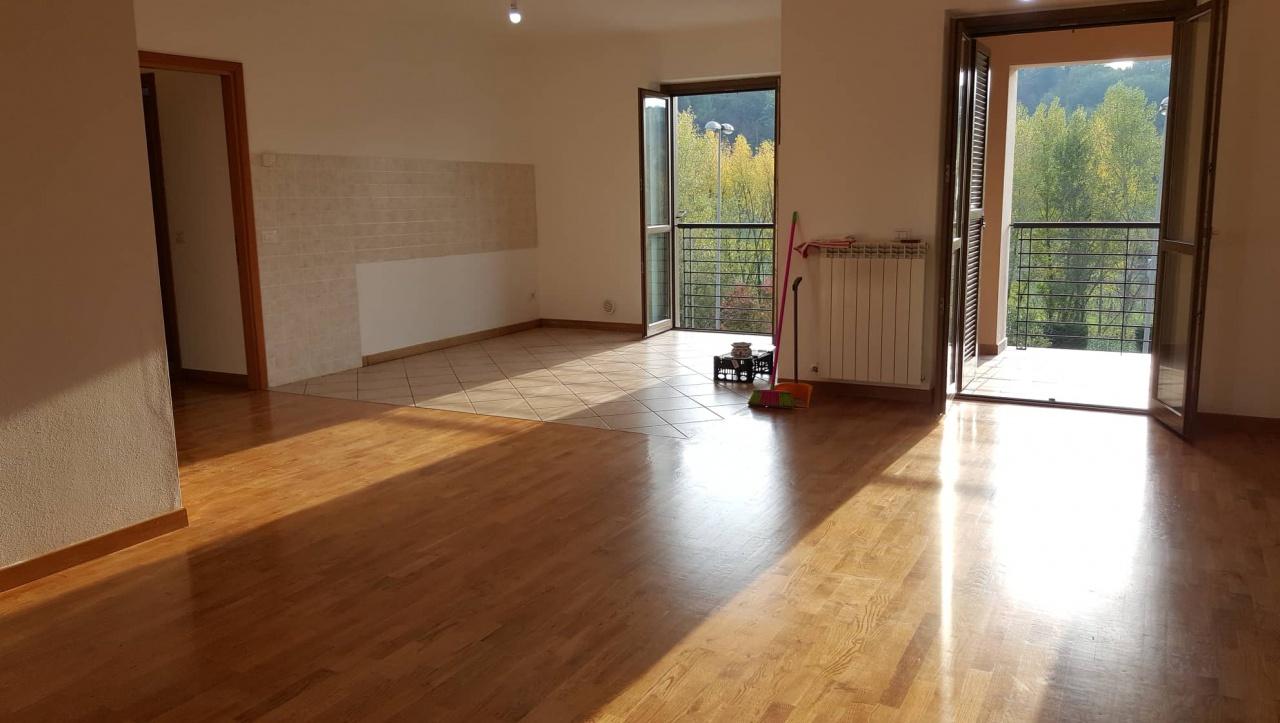 Appartamento in ottime condizioni in vendita Rif. 9909068