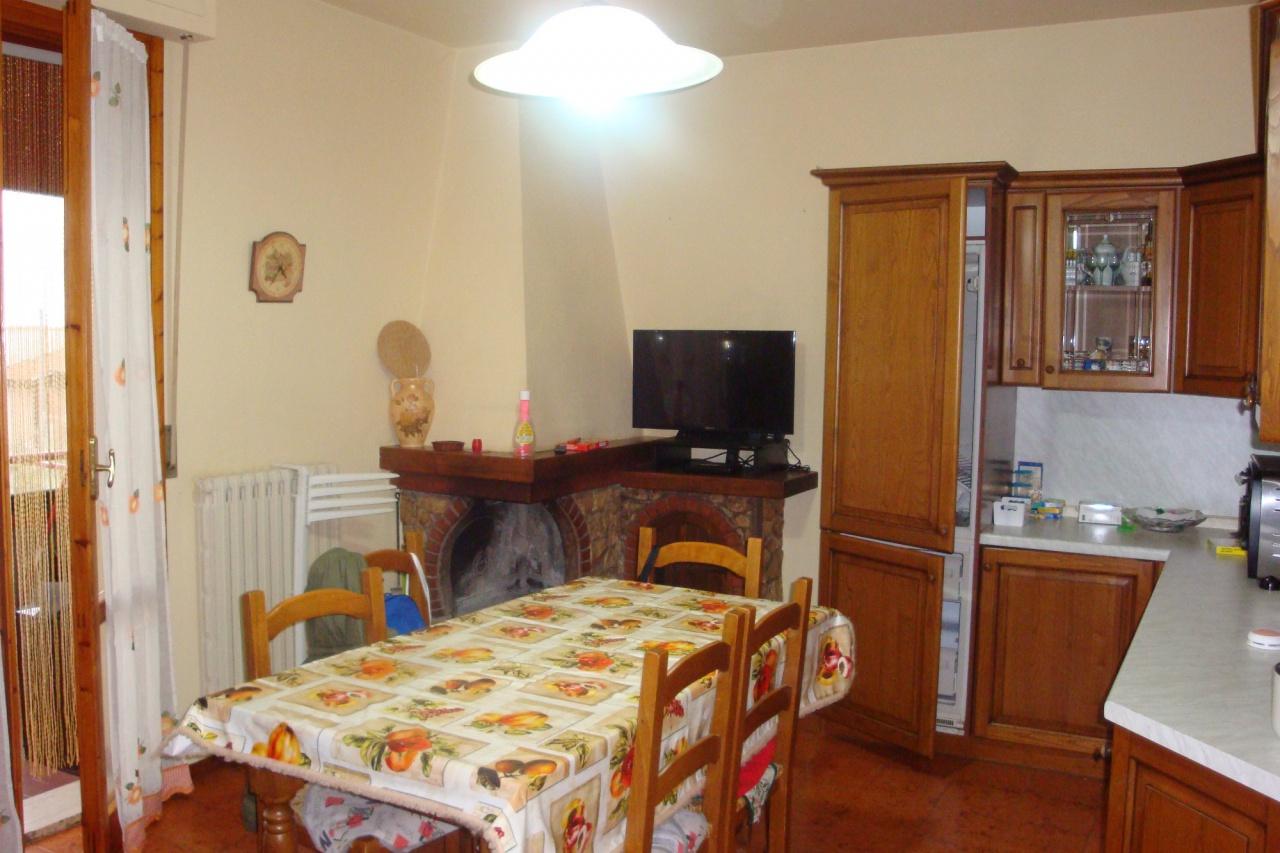 Appartamento in buone condizioni arredato in vendita Rif. 9636265