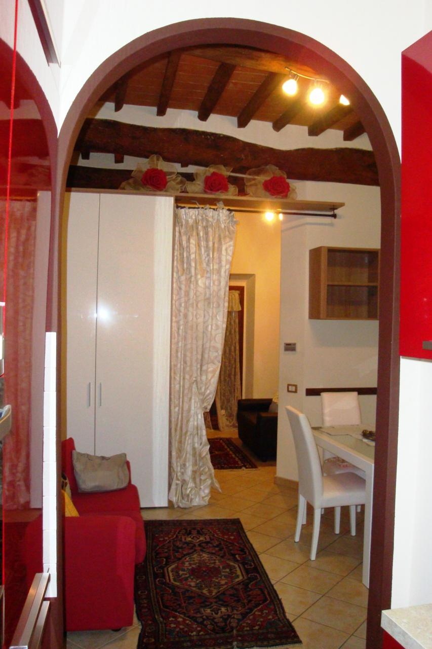Appartamento ristrutturato arredato in vendita Rif. 11254379