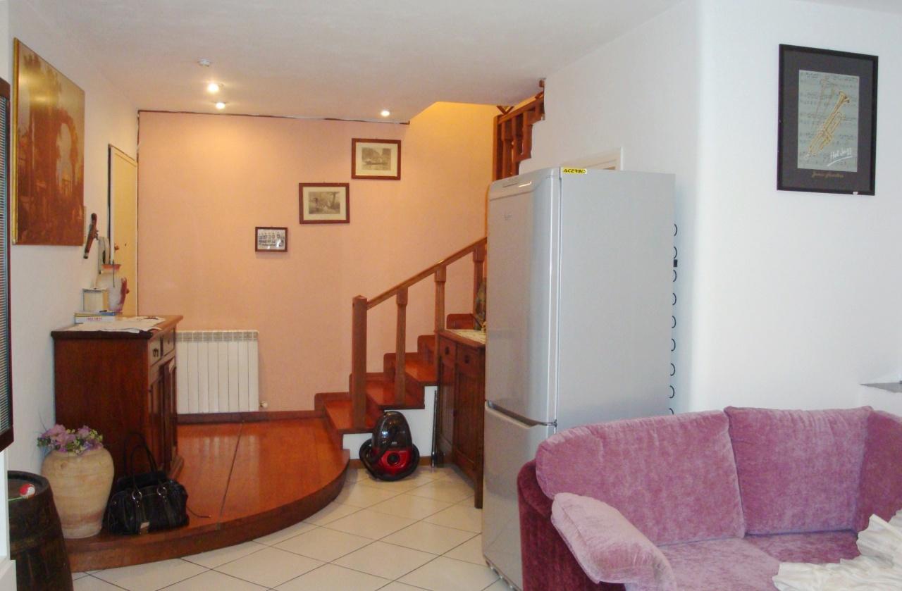 Appartamento in buone condizioni in vendita Rif. 11722910