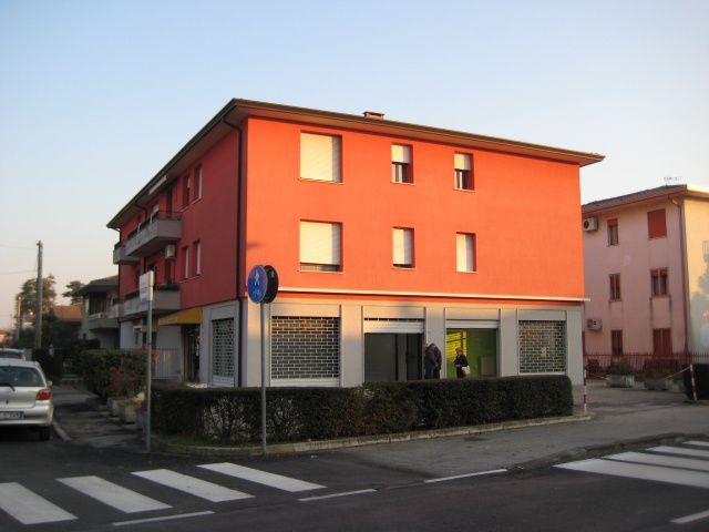 Negozio / Locale in affitto a Selvazzano Dentro, 1 locali, prezzo € 400 | CambioCasa.it