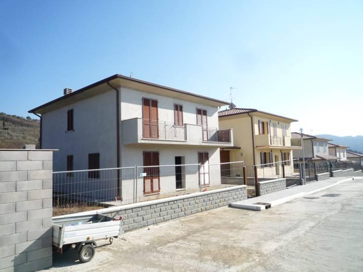Villa in vendita a Subbiano, 8 locali, prezzo € 380.000 | CambioCasa.it