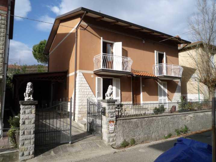 Soluzione Indipendente in vendita a Capolona, 8 locali, Trattative riservate | Cambio Casa.it